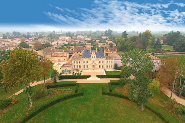 Chateau de lussac vue du ciel